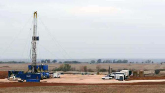 A horizontal drilling rig managed by Woolsey Operating Company LLC in Kansas.