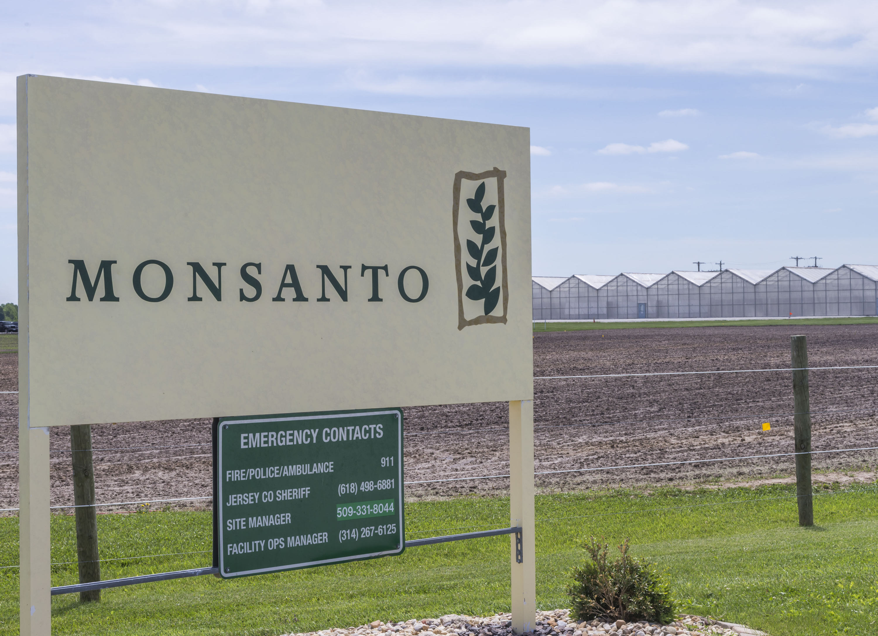 Federal judge upholds dicamba ruling but reduces damages owed to Missouri peach farmer